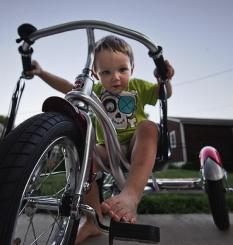 Tricycle, porteur, draisienne : je prends quoi ?